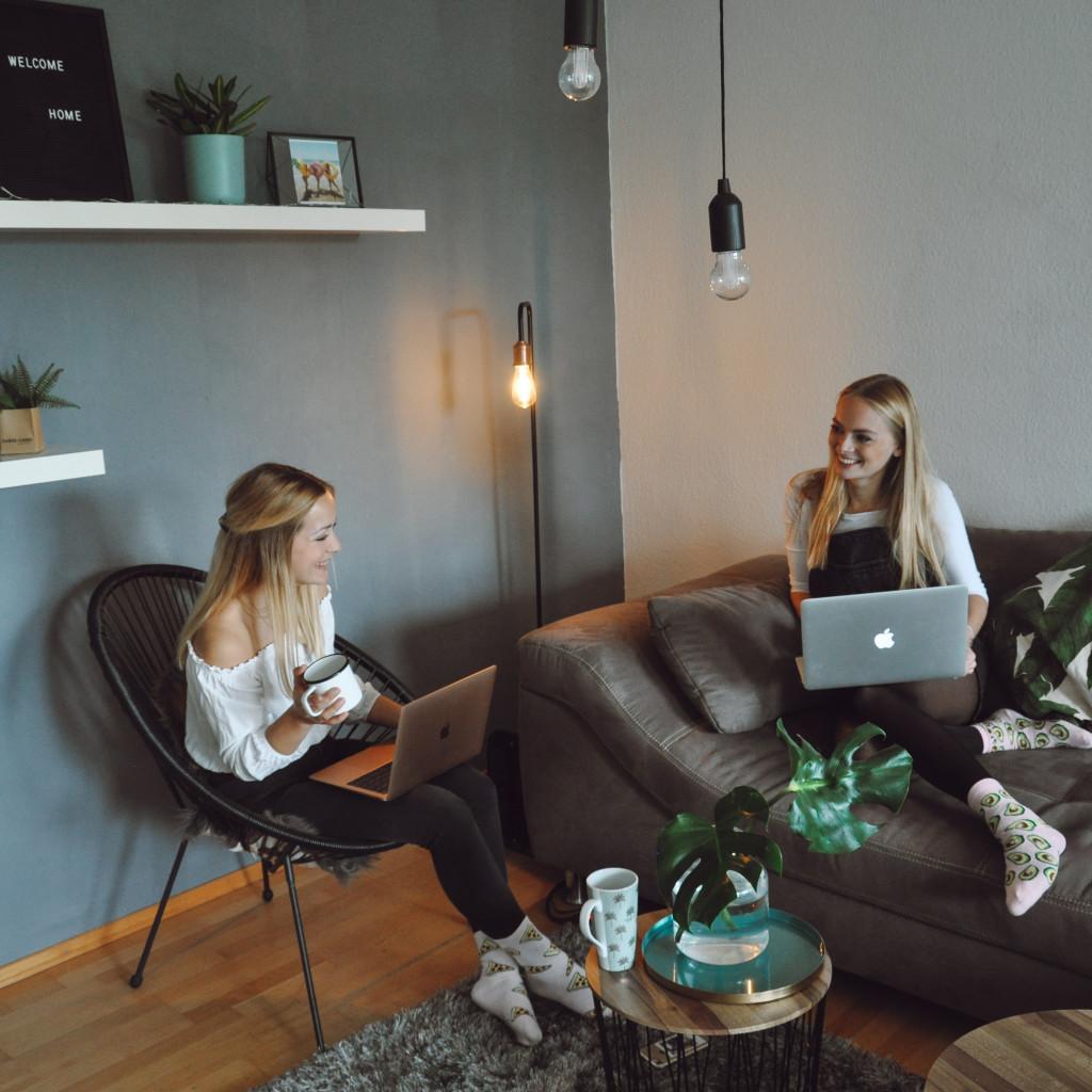 Hier basteln, werkeln und bloggen Caro und Lena an neuen DIY Ideen!