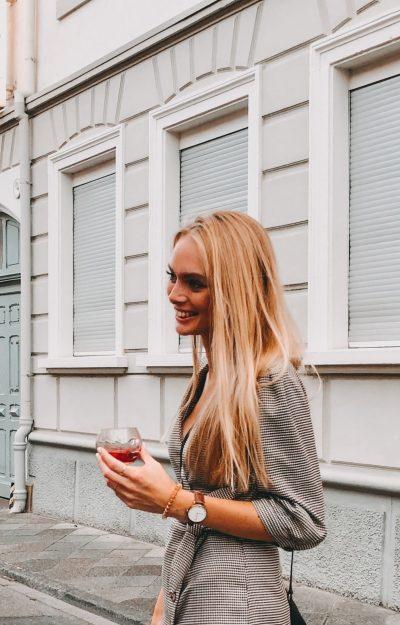Lena Profilbild über uns